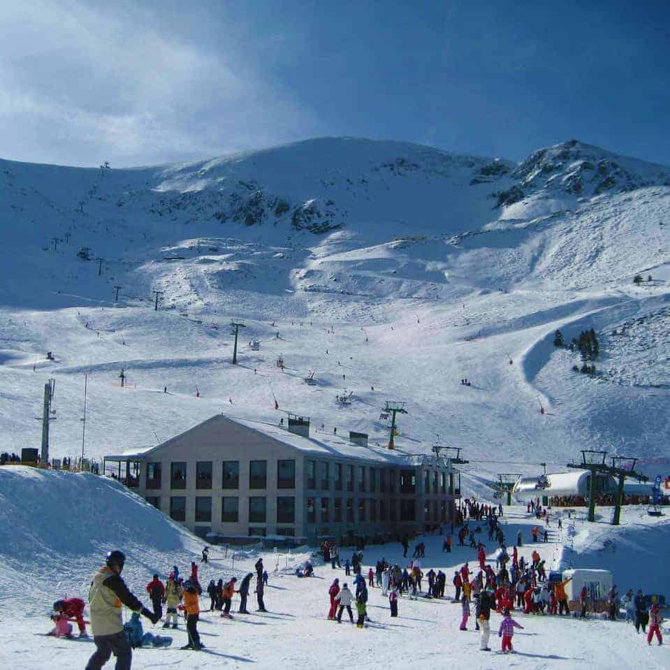 Valdezcaray recibe a los esquiadores con la mayoría de pistas abiertas
